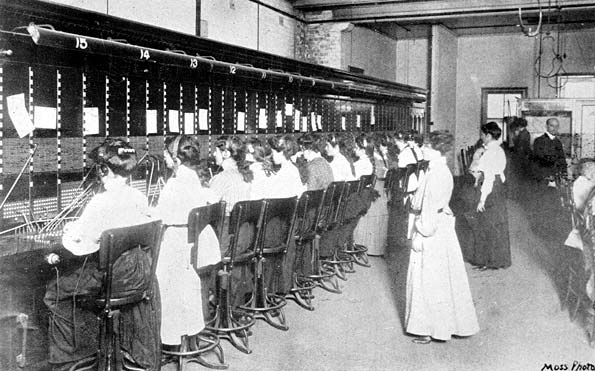 Telephonists at the Brisbane telephone exchange, 1910